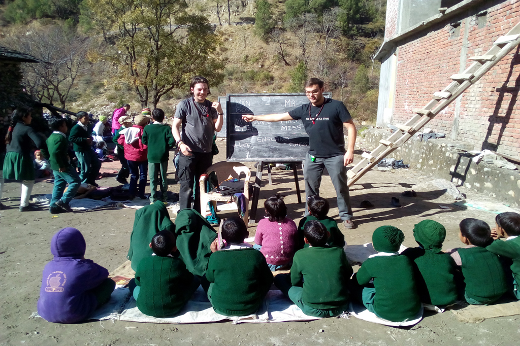 volunteer in himalayas india